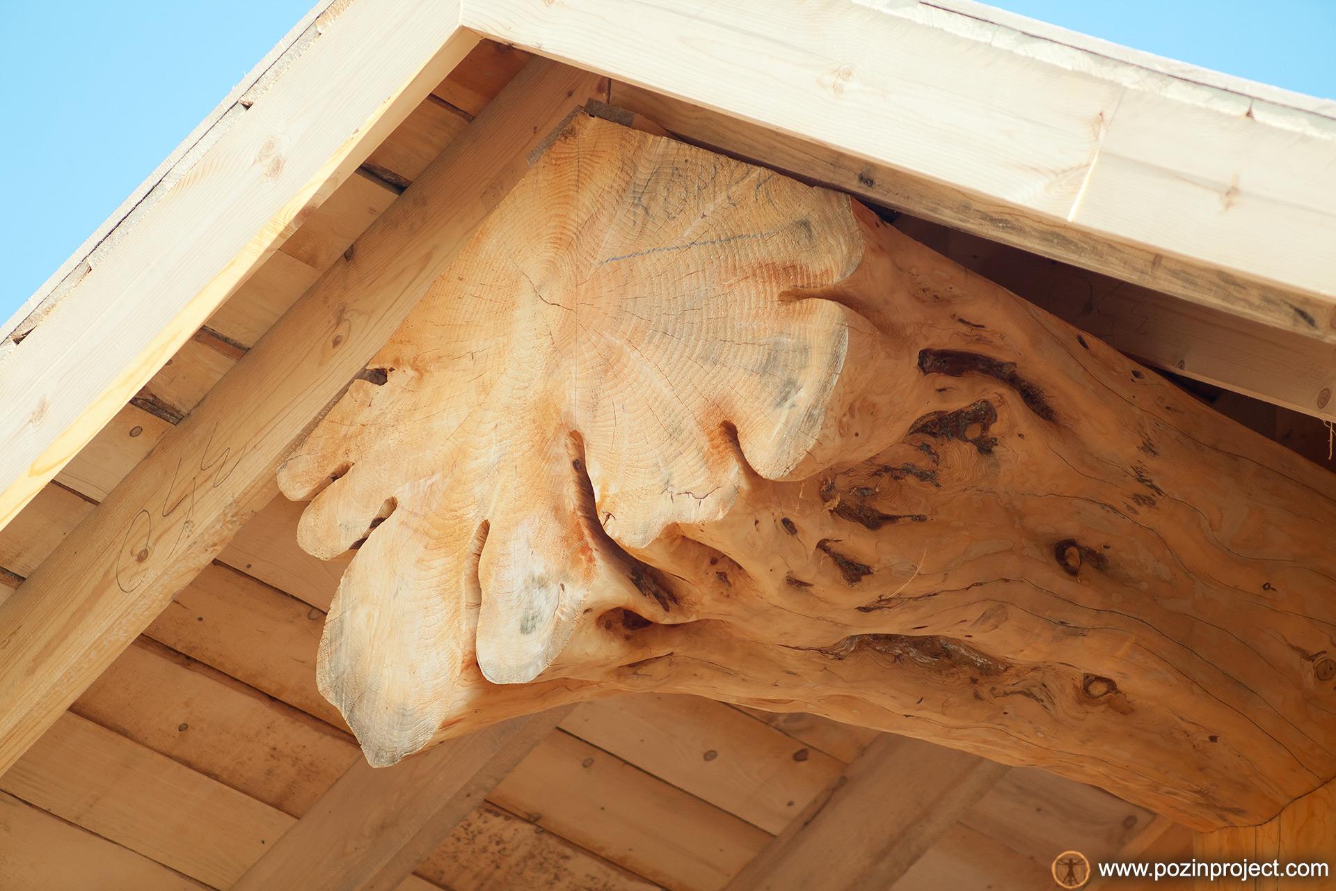 rublenaya-derevyannaya-scena-post-beam-iz-bryoven-wood-log-cabin-carpenter-siberia-cedar-02